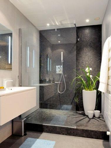 jouez les contrastes de couleurs pour creer une salle de bain design en adoptant des carreaux