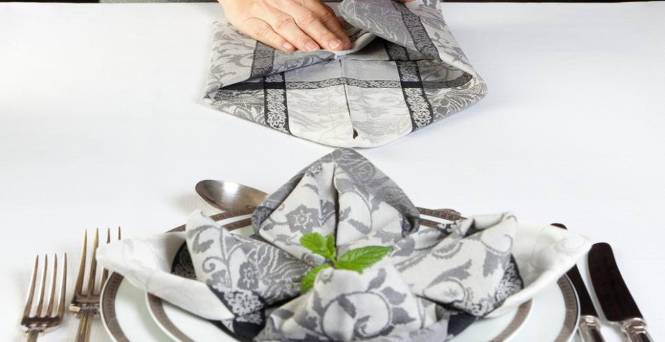 5 pliages de serviettes faciles pour