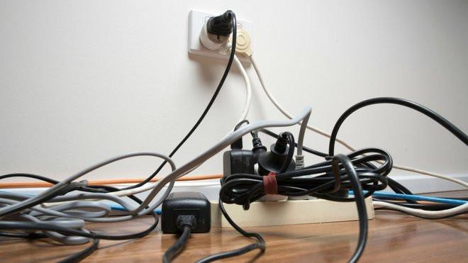 comment cacher les fils electriques