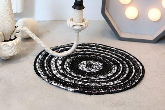 un tapis original en tissu et corde