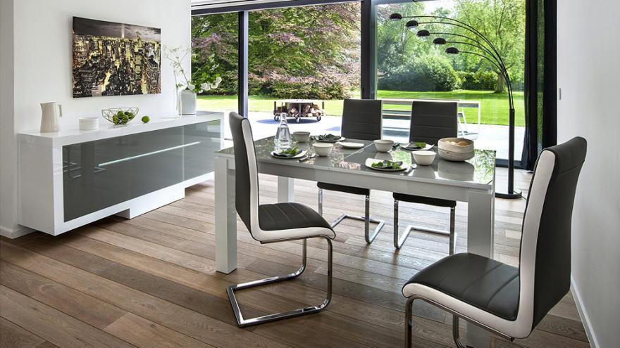10 tables pratiques pour la salle a