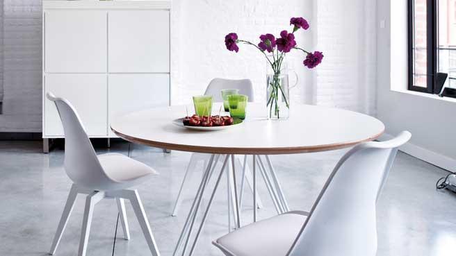 une table ronde pour une salle a manger