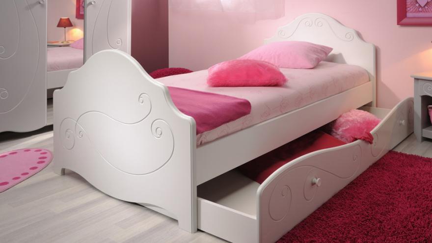 enfants avec des lits gigognes