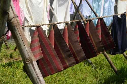 India sechage du linge sur cordes enroulees