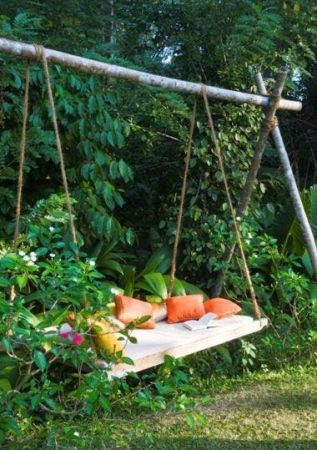 Backyard swing bed-LejardindeClaire-blog-MarieClaireMaison