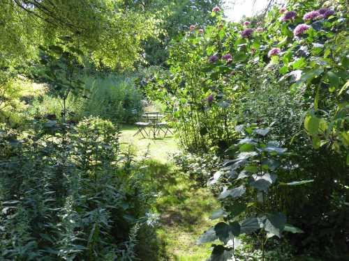 2017-08_Poitou_prieure_Laverre_Aslonnes_salon-de-jardin
