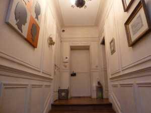 Versailles 2016 - L'entrée vue du bas de l'escalier, avant rénovation
