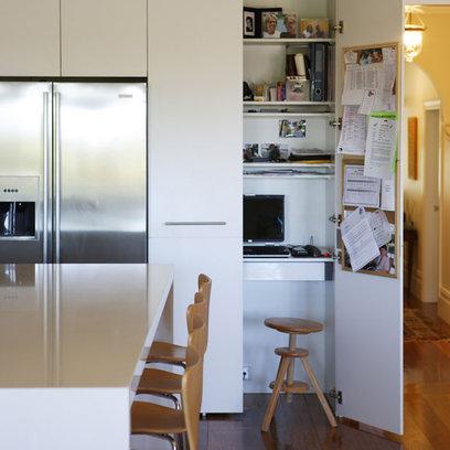 Gain de place cr ez votre bureau dans une armoire - Comment degivrer un congelateur armoire ...