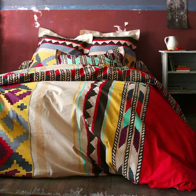 Shopping : 10 ensembles de lit modernes, graphiques et colorés   www.decocrush.fr