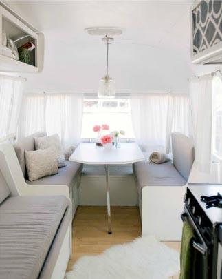 Idée déco : installer son bureau dans une caravane…