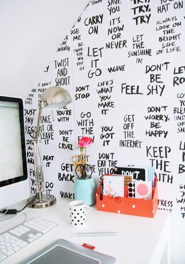 DIY : Des paroles de chansons sur les murs du bureau