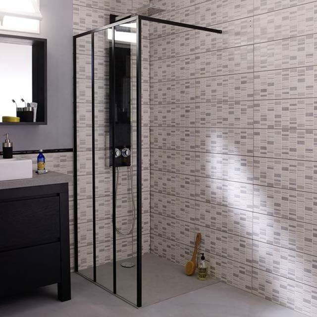 Crush | Une paroi de douche modulable au look industriel chez Castorama by Cooke & Lewis