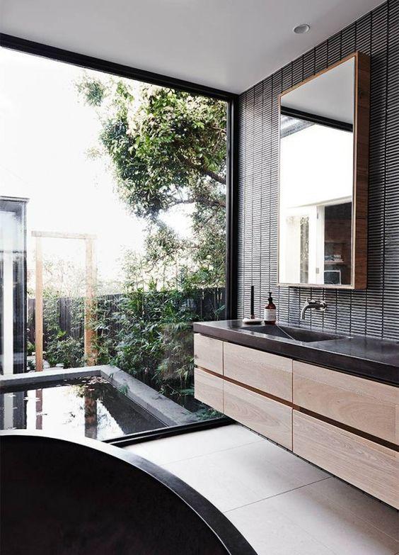 Lumière et nature dans la salle de bain