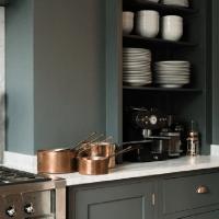 Pour ou contre ? Du vert foncé dans la cuisine...