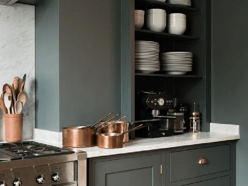 Pour ou contre ? Du vert foncé dans la cuisine…