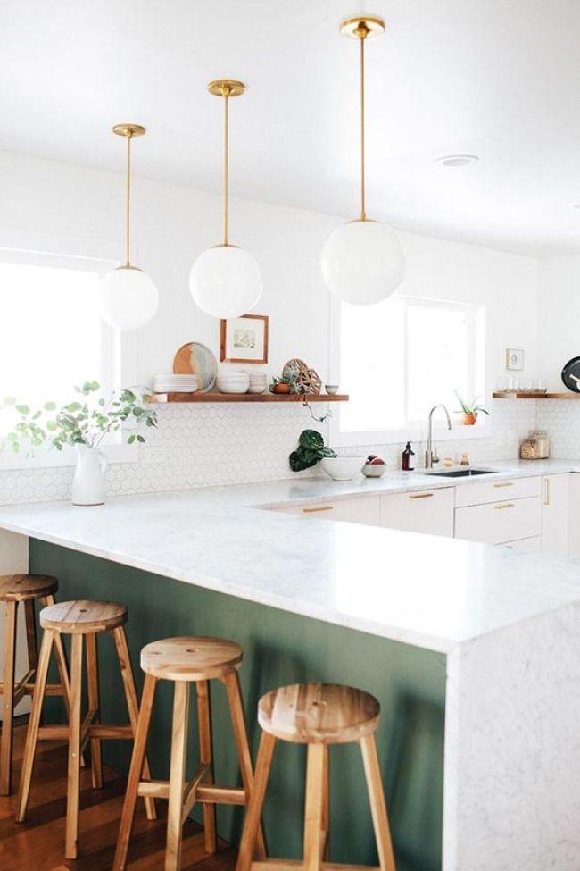 Une touche de vert foncé dans la cuisine