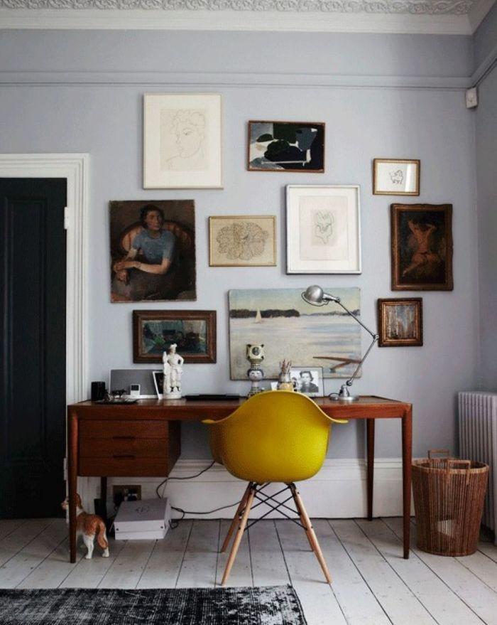 Bureau vintage et chaise Eames scandinave jaune