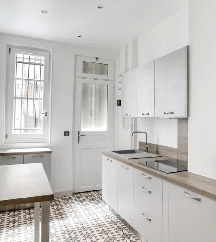 refaire sa cuisine moindre cot une cuisine avec verrire qui en jette with refaire sa cuisine. Black Bedroom Furniture Sets. Home Design Ideas