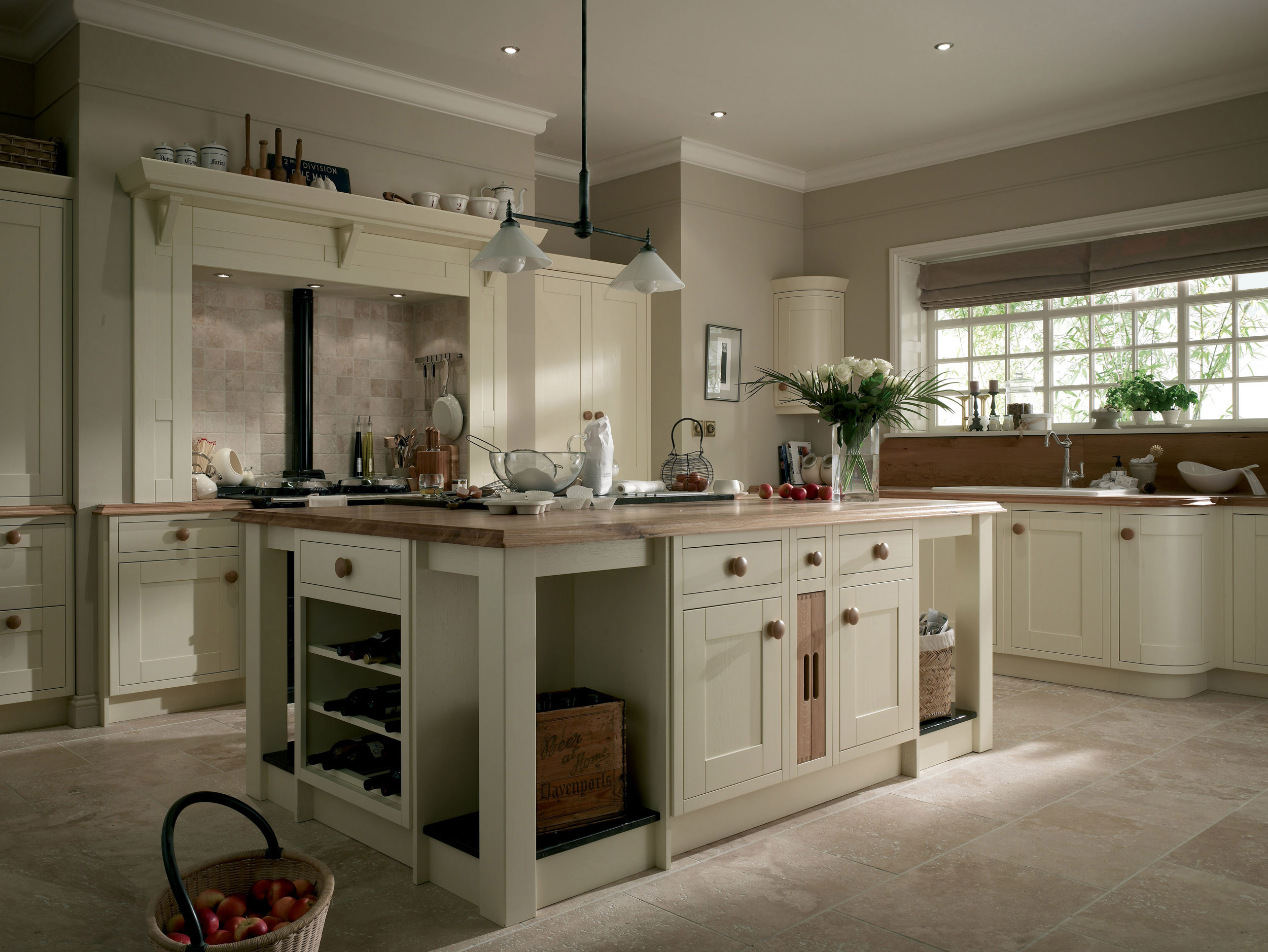 ivory traditional kitchen on Traditional Kitchen Decor  id=98566