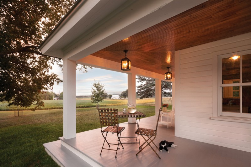 Decorating Your Porch With Farmhouse Lighting Decohoms