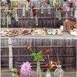 Decoracion vintage con flores y vidrio reciclado