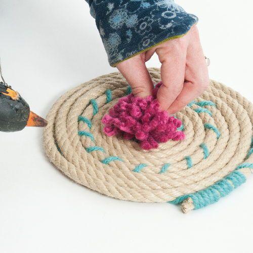 Manualidades con cuerda: un precioso tapiz o una alfombra DIY para decoración vintage.