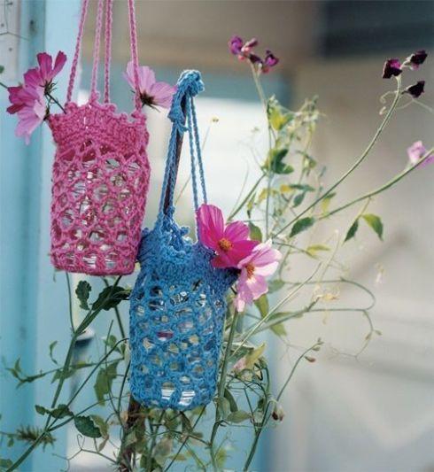 decorar con flores y vidrio reciclado