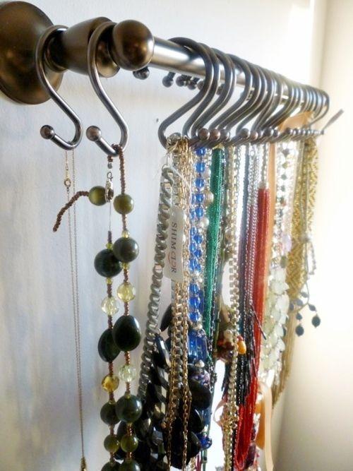 Ideas para hacer un colgador de collares de pared decorando 10
