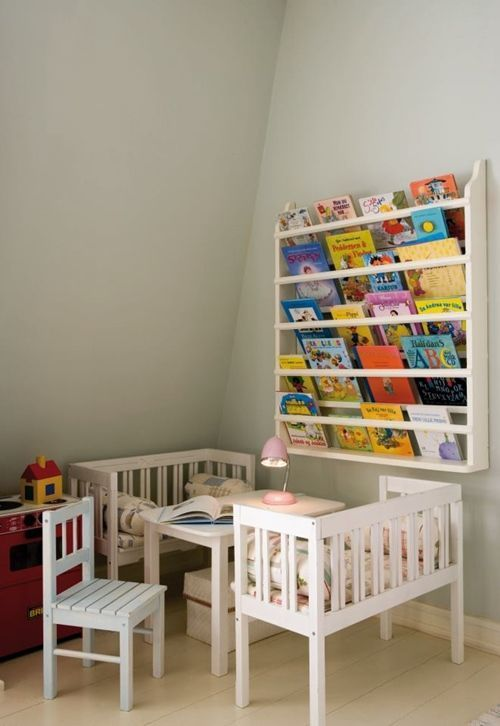 Repisas modernas para libros en habitaciones para niños 9