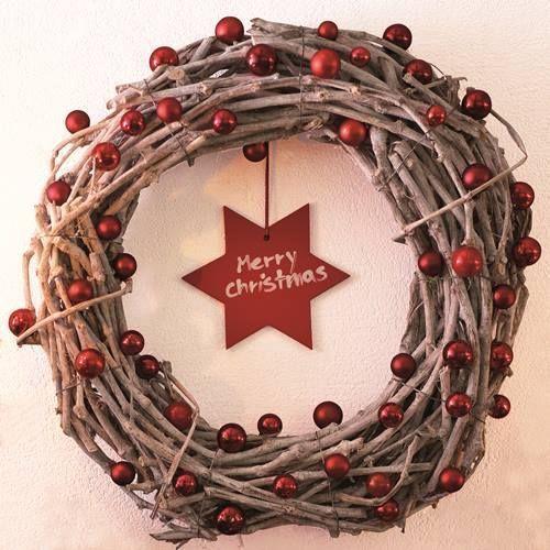 manualidades para decorar corona de Navidad con ramas secas 8