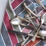 Ideas para reciclar cuberterías de plata y alpaca: lámparas con cucharas, colgadores…