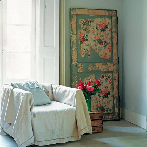 Ideas para reciclar muebles mesas, espejos y cabeceros a partir de puertas viejas 6