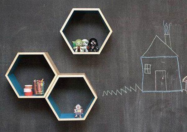 Decoración retro con estanterías de pared en forma de hexágono 2