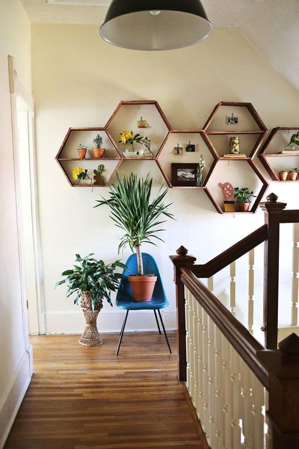 Decoración retro con estanterías de pared en forma de hexágono 4