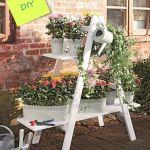 Ideas para decorar y reciclar muebles: estantería con escalera