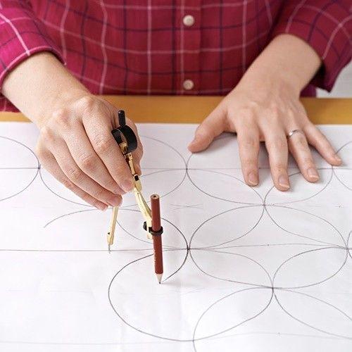 Pintar muebles con plantillas para personalizar mesillas y cómodas 3