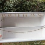 Reciclar cajas de madera de vino para organizar collares y pendientes 22