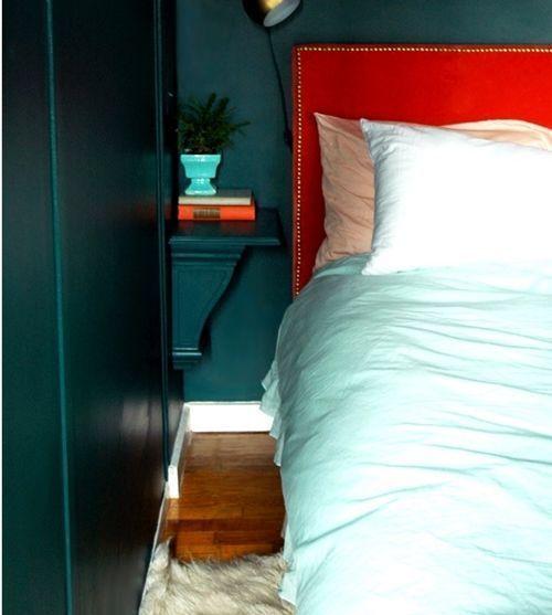 Buscas mesilla estrecha y original para tu cama La tenemos 8