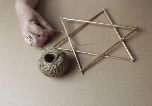 Estrellas de Navidad DIY con palitos y cuerda 14