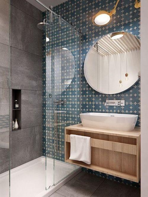 Idea para cuartos de baño con ducha vintage con azulejo geométrico.