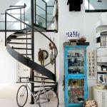 escaleras de caracol para aligerar los espacios en las viviendas 2