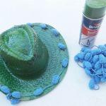 DIY con pintura en spray cómo personalizar sombreros de paja 12