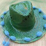 DIY con pintura en spray cómo personalizar sombreros de paja 8