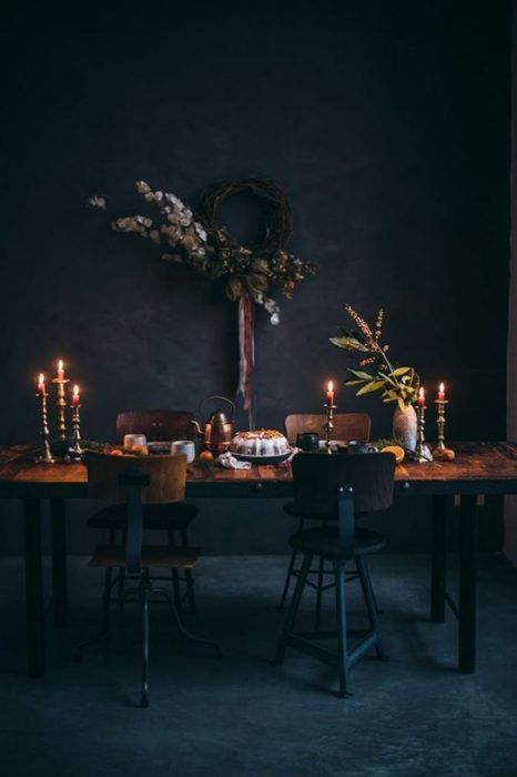 Mesas de comedor propias de la decoración vintage, vestidas para celebrar la Navidad.
