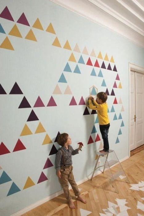 Pegatinas para decorar habitaciones infantiles con geometrías de triángulos que parecen montañas.