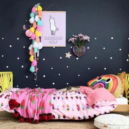 Pegatinas para decorar habitaciones infantiles y crear divertidos contrastes.
