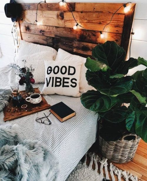Decorar con plantar artificiales tiene muchas ventajas, como dormir con ejemplares grandes en la habitación si tú quieres.