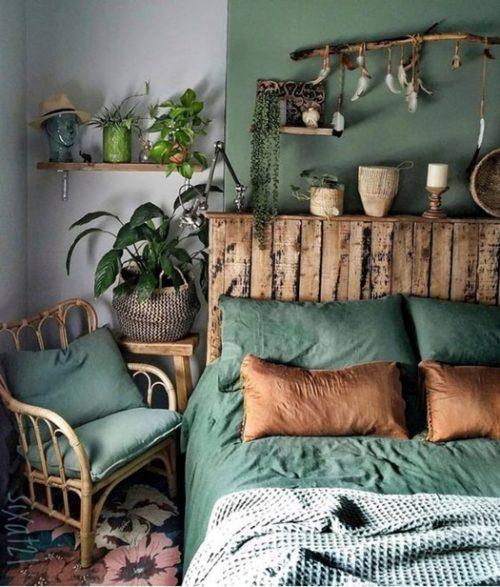 Decoración rústica glam de dormitorio mezclando texturas.