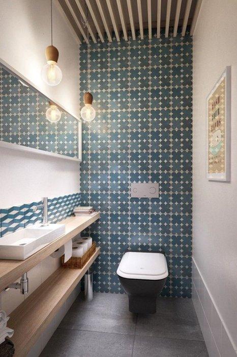 Decorar baños vintage: un aseo pequeño con azulejo geométrico.