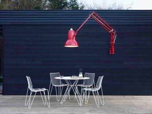 Clásica lámpara de brazo articulado de arquitecto.